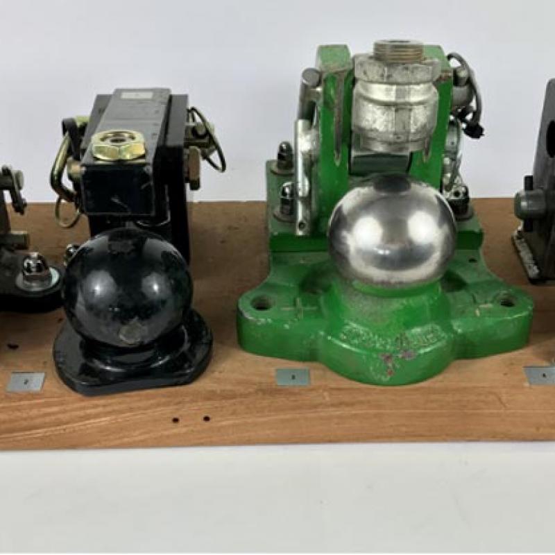 Verriegelungssysteme des Kugel 80 Systems unterschiedlicher Hersteller